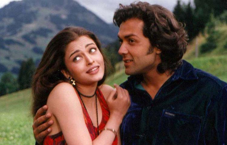 অভিষেকের সঙ্গে ঐশ্বরিয়ার প্রথম আলাপ ১৯৯৭ সালে। সে সময় অ্যাশ তার জীবনের প্রথম ছবি 'অউর প্যায়ার হো গ্যায়া'তে ববি দেওলের বিপরীতে অভিনয় করছিলেন।