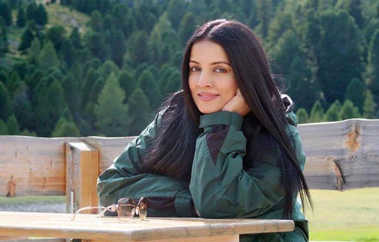 ২০০৩ সালে নায়িকা হিসেবে সেলিনার আত্মপ্রকাশ। ফিরোজ খানের ছবি 'জানাশিন'-এ তিনি অভিনয় করেন ফরদিন খানের বিপরীতে। বক্স অফিসে মাঝারি হিট হয়েছিল ছবিটি।
