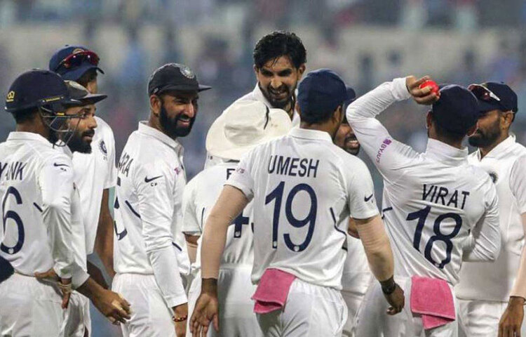 এ ছাড়াও প্রতি বছর ভারতীয় দলের ক্রিকেটারদের গ্রেড অনুযায়ী টাকা দেয়া হয়। ৪টি গ্রেডে ভাগ করা রয়েছে ভারতের হয়ে আন্তর্জাতিক ম্যাচ খেলা ক্রিকেটারদের।