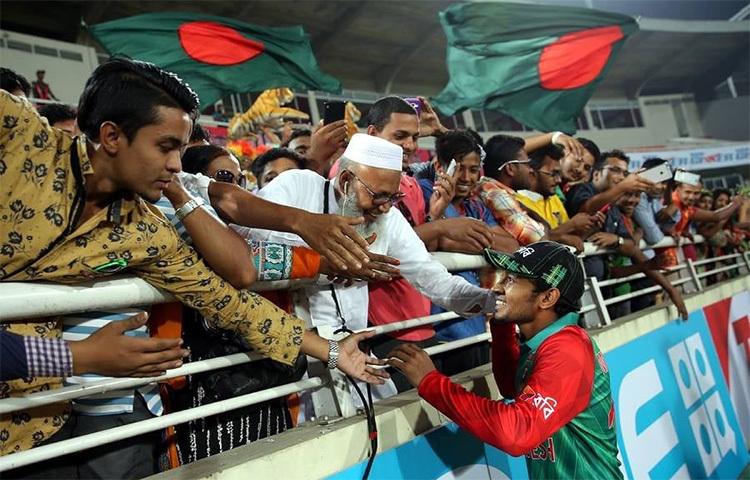 ক্রিকেট তারকা মুশফিকুর রহিম বাবার সাথে এই ছবি ফেসবুকে পোস্ট করে বাবাকে স্মরণ করেছেন। ছবি: ফেসবুক