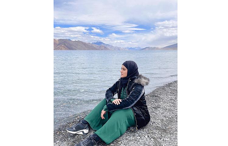 ভ্রমণে বের হয়েছেন সানা খান। ছবি: ফেসবুক