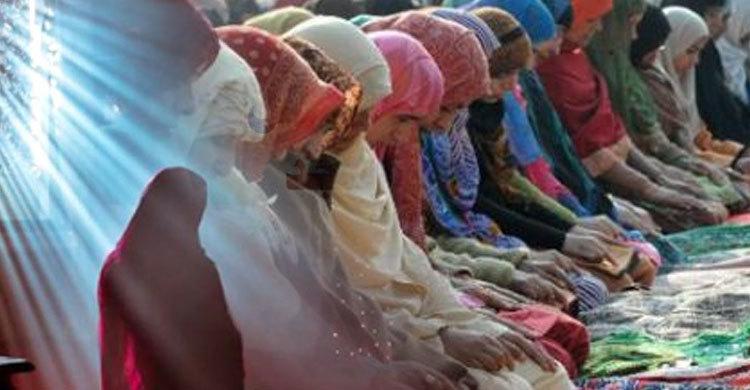 বরিশালে মসজিদে নারীদের ঈদের নামাজ