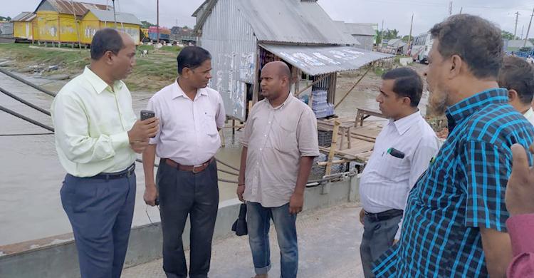 Madaripur-Ferry-Ambulance1