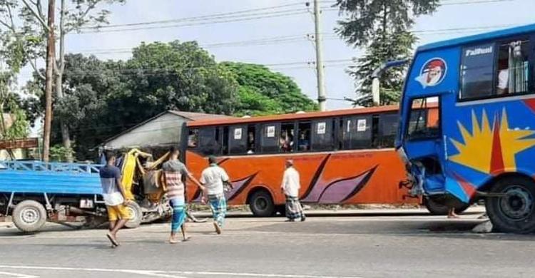 ধামরাইয়ে বাস-পিকআপ সংঘর্ষ, ৩জন নিহত jagonews24
