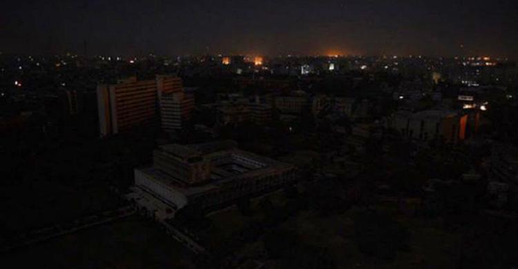 'ব্লাক আউটে' অন্ধকারাচ্ছন্ন পাকিস্তান