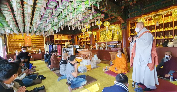 কোরিয়ায় রাজকীয় বিহারে সংঘদান, প্রবাসীদের মিলনমেলা