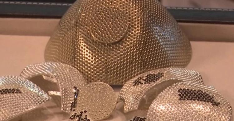 covid-gold-mask-4