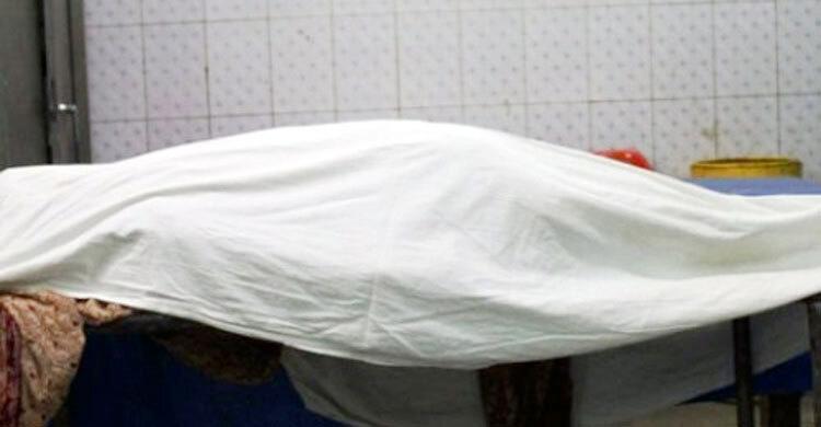 আপত্তিকর অবস্থায় দেখে স্ত্রী ও পরকীয়া প্রেমিককে পিটিয়ে হত্যা
