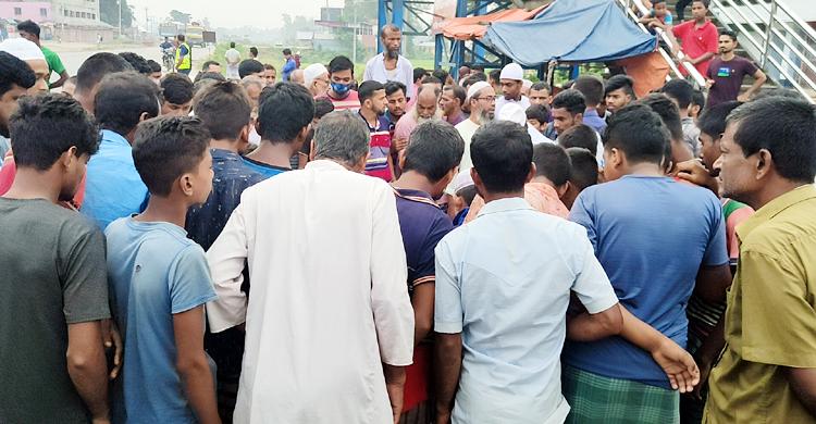 সিরাজগঞ্জে ট্রাকচাপায় অটোরিকশার তিন আরোহী নিহত