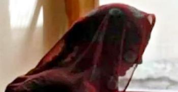 স্বামীকে হত্যার ভয় দেখিয়ে চার বছর ধরে গৃহবধূকে ধর্ষণ