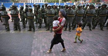 উইঘুর মুসলিম নির্যাতনে চীনা কর্মকর্তাদের ওপর মার্কিন নিষেধাজ্ঞা