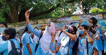 স্কুলগুলোতে ঈদ আনন্দ, প্রাণচাঞ্চল্যে মুখর শিক্ষার্থীরা