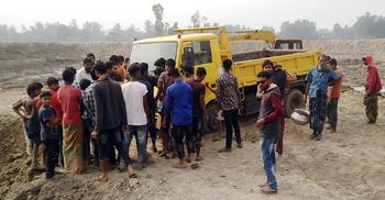 উল্লাপাড়ায় ড্রামট্রাকের চাপায় স্কুলছাত্র নিহত