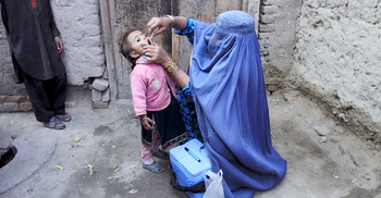 বাড়ি বাড়ি গিয়ে পোলিও টিকা দেবেন আফগান কর্মীরা