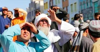 'অপরাধীদের সতর্ক করতে' আফগানিস্তানের রাস্তায় ঝোলানো হলো মরদেহ