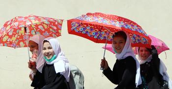 আফগান মেয়েরা শিগগির স্কুলে ফিরবে, নিশ্চয়তা দিলো তালেবান