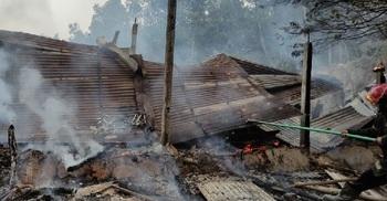 লোহাগাড়ায় আগুনে পুড়ল আশ্রয়ণ প্রকল্পের ১০ বাড়ি