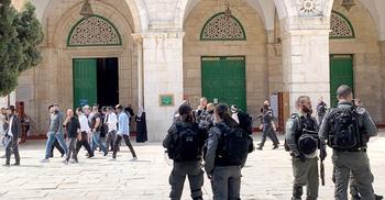 আল-আকসায় আবারও হামলা চালিয়েছে ইসরায়েলি পুলিশ