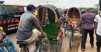 দূরপাল্লার গাড়ি নেই, তবুও যানজট আমিনবাজার ব্রিজে