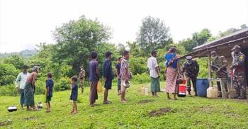 বান্দরবানে সেনাবাহিনীর উদ্যোগে কলেরা রোগীদের চিকিৎসা প্রদান