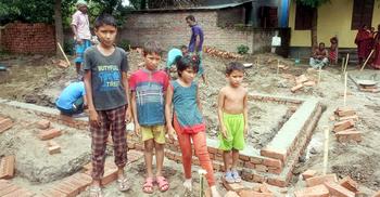 ছোট ভাই-বোনদের নিয়ে থাকার জন্য সরকারি ঘর পাচ্ছে আশিক