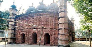 হারাতে বসেছে ১০ টাকার নোটে স্থান পাওয়া সেই মসজিদটি