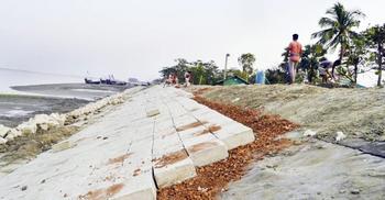 বাজেটে বেড়িবাঁধ নির্মাণে ১৫ হাজার কোটি টাকা দাবি