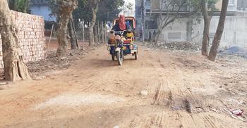 পল্লবী থেকে উত্তরায় যাওয়ার সহজ রাস্তাটির বেহাল দশা