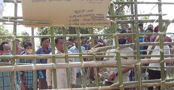 বান্দরবানে পাহাড় গ্রামগুলোর প্রবেশমুখ বন্ধ করে দিয়েছে ম্রোরা