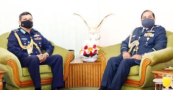 বিমানবাহিনী প্রধানের সঙ্গে ভারতীয় বিমানবাহিনী প্রধানের সাক্ষাৎ
