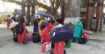 দেশে ফিরল ভারতে পাচার হওয়া শিশুসহ ৮ নারী