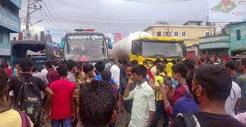 ঢাকায় ফিরতে না পারা শ্রমিকদের রংপুরে মহাসড়ক অবরোধ