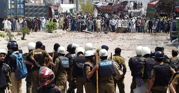 পাকিস্তানে ফ্রান্সবিরোধী বিক্ষোভে ৪ জন নিহত, পুলিশ সদস্য জিম্মি