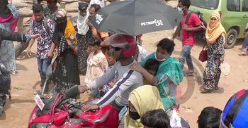 শিশু কোলে মোটরসাইকেলে ঝুঁকিপূর্ণ ঈদযাত্রা