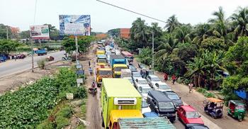 কুমিল্লা মহাসড়কে বেড়েছে যানবাহনের চাপ