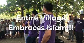 পুরো গ্রামের ২৫০ জনের একসঙ্গে ইসলাম গ্রহণের দৃশ্য