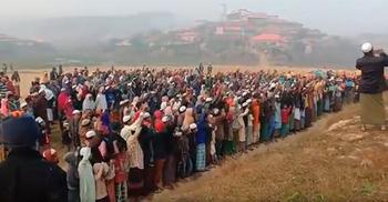 আইসিজেতে শুনানি : রোহিঙ্গা ক্যাম্পে হাজারো মসজিদে দোয়া