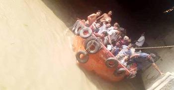 বড় জাহাজ দেখে নদীতে লাফ, উদ্ধার করল পুলিশ