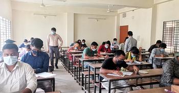 সশরীরে পরীক্ষা নিচ্ছে কুমিল্লা বিশ্ববিদ্যালয়