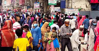 কুমিল্লায় ঈদ শপিংয়ে জনস্রোত, কেউ মানছে না স্বাস্থ্যবিধি