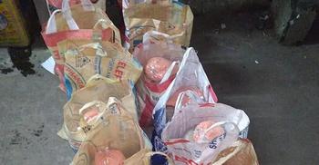 ২০০ পরিবারকে খাদ্যসামগ্রী দিল 'করোনায় স্বেচ্ছাসেবী'রা