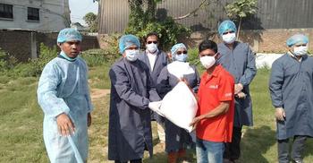 ৫০০ পরিবারকে খাদ্যসামগ্রী দিল ঢাকা জেলা প্রশাসন