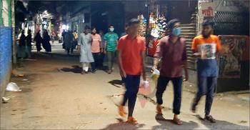 পাড়া-মহল্লায় আড্ডা, রাতে ঢিলেঢালা লকডাউন