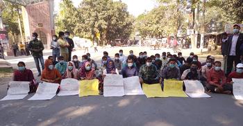 পরীক্ষার দাবিতে হাবিপ্রবি শিক্ষার্থীদের মহাসড়ক অবরোধ