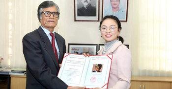 চীনের 'শ্রেষ্ঠ কবি' পুরস্কার পেলেন ঢাবি উপ-উপাচার্য