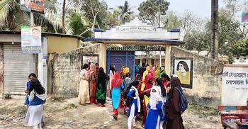 ১০ হাজার টাকা অনুদানের গুজব, শিক্ষাপ্রতিষ্ঠানে ভিড় না করার আহ্বান