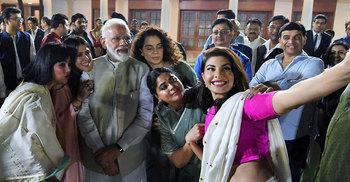 বলিউডের ৪ তারকাকে পদ্মশ্রী দিচ্ছে মোদি সরকার