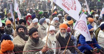 আইন প্রত্যাহার না করলে টিকা না নেয়ার হুমকি ভারতীয় কৃষকদের