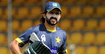 দীর্ঘ ১০ বছর পর পাকিস্তানের টেস্ট দলে...