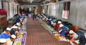 ৬০০ এতিমের মুখে আহার তুলে দিল ফেসবুক গ্রুপ 'আমরাই কিংবদন্তী'